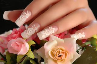 цветочный дизайн на длинных ногтях