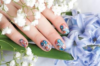 цветочный дизайн на коротких ногтях