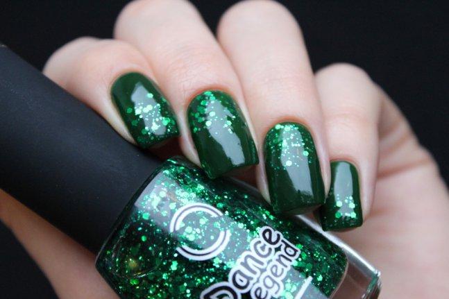 Маникюр с зеленым