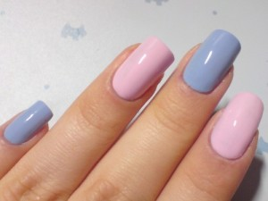 Розовый и голубой маникюр