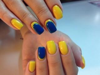 желто-синий маникюр