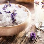 Соляной скраб в уходе за телом