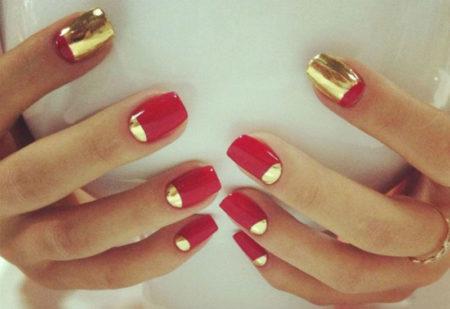 золотая лунка на ногтях