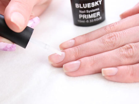 нанесение праймера на ногти