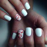 Стильный дизайн на коротких ногтях