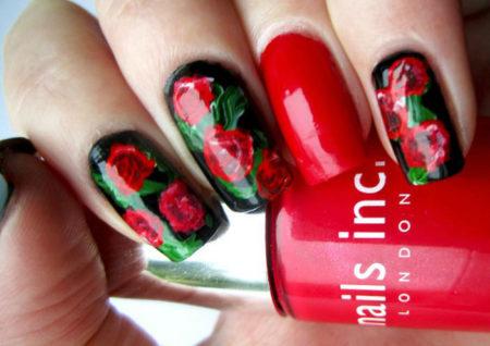 маникюр красные розы